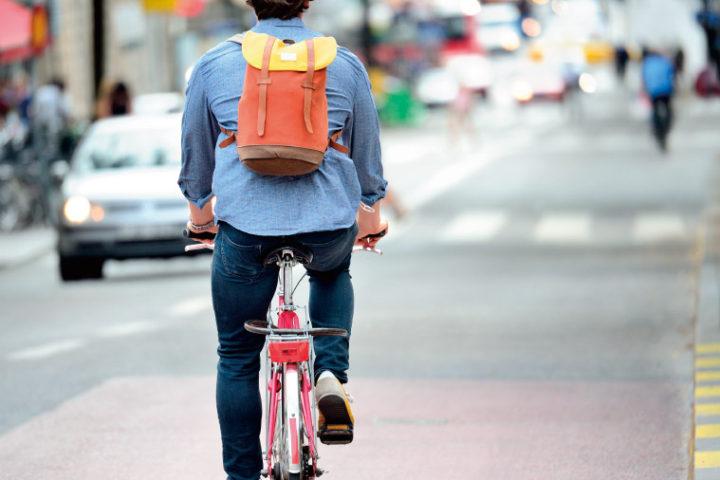 【お金と暮らしの情報サイトMonja様】増える自転車利用者。保険加入が義務ってホント?