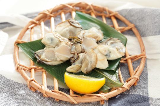 牡蠣とレモンのイメージ画像