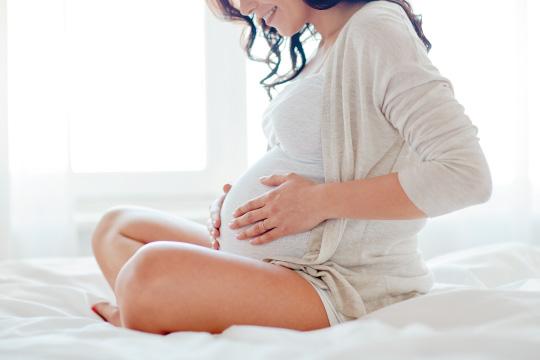 妊婦の女性のイメージ
