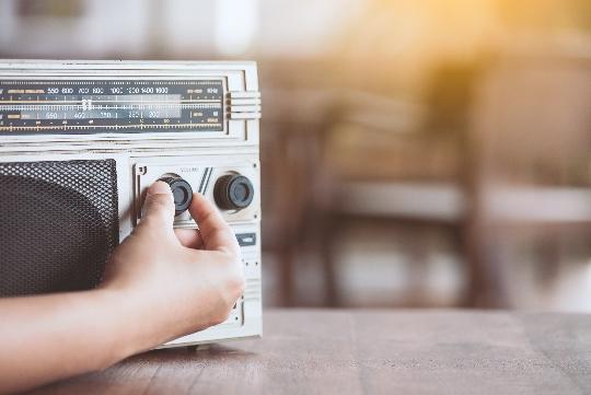 古いラジオのイメージ画像