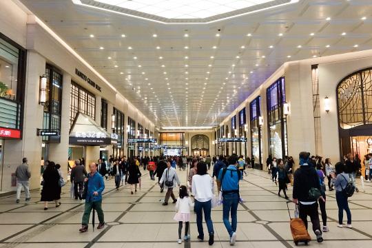 大阪、阪急百貨店前のイメージ画像