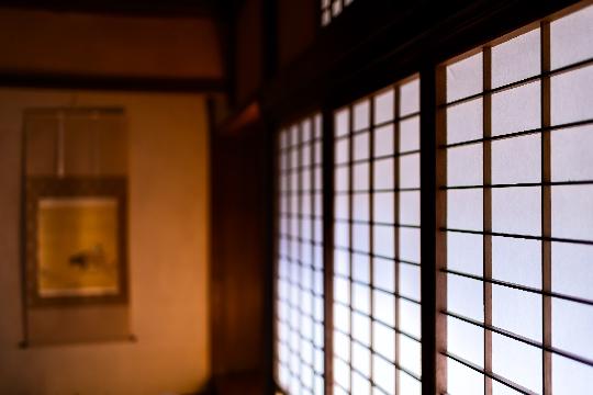 夕暮れの和室イメージ画像