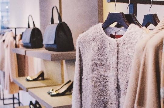婦人服売り場のイメージ画像