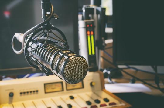 ラジオスタジオのイメージ画像